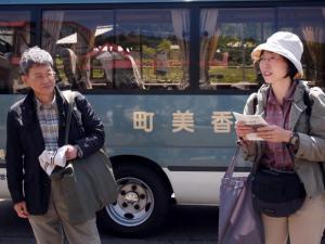 講師の先生。ひとはくの高橋先生(左)と高野先生(右)