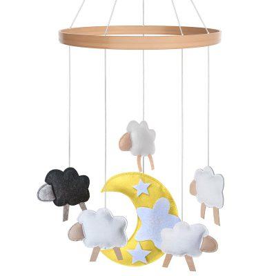 מובייל למיטה בעיצוב כבשים