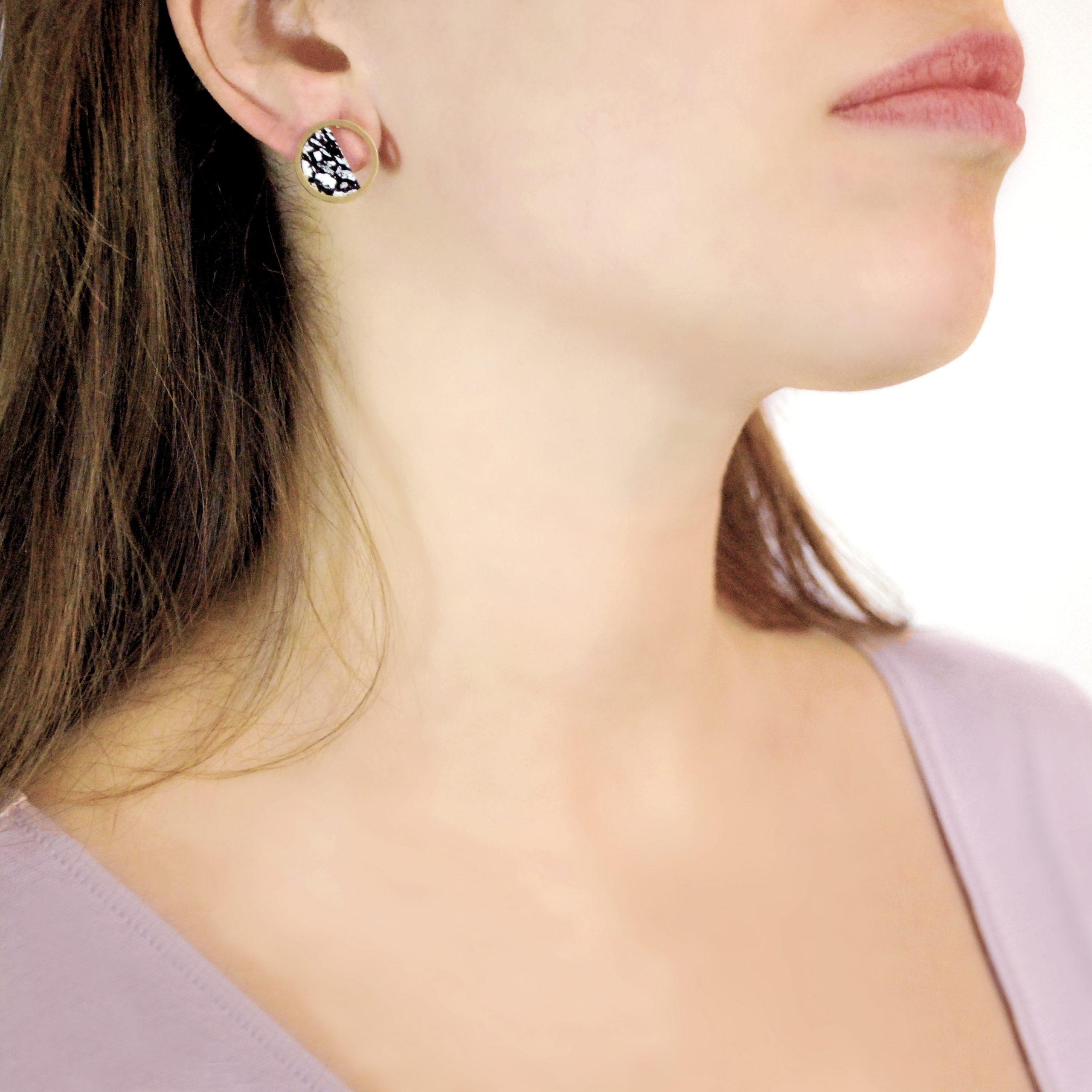 Stratos Black Earrings Model copia