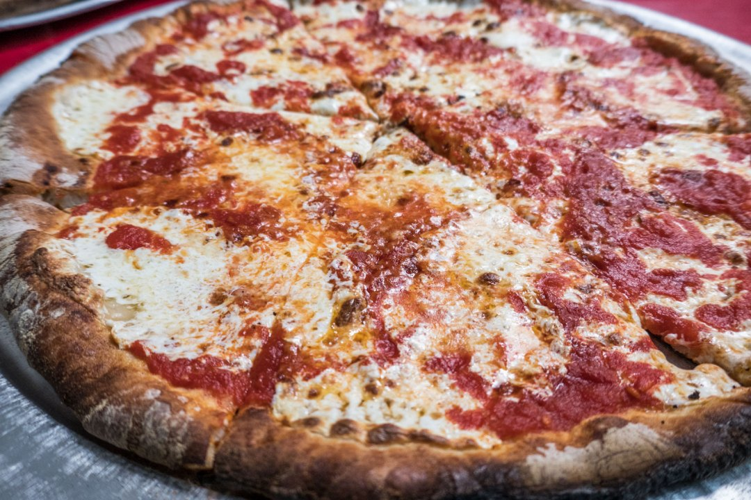 margherita-pizza-at-totonnos-coney-island-brooklyn-1600x1067