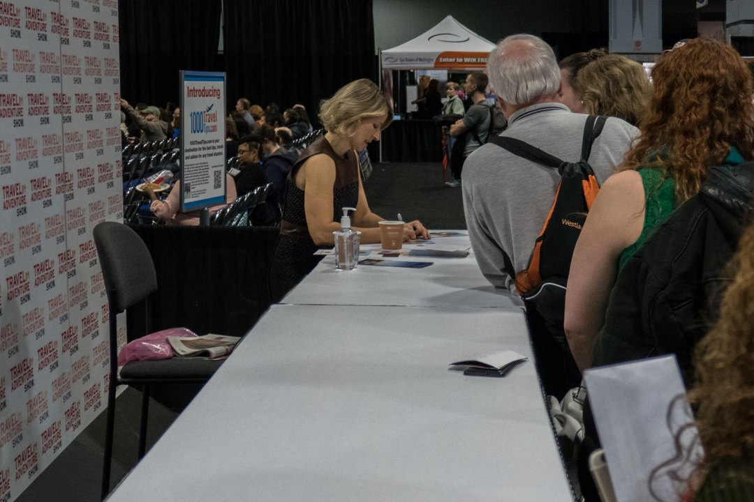 Samantha-Brown-signing-autographs-Washington-Convention-Center-Travel-and-Adventure-Show-2017-1600x1067