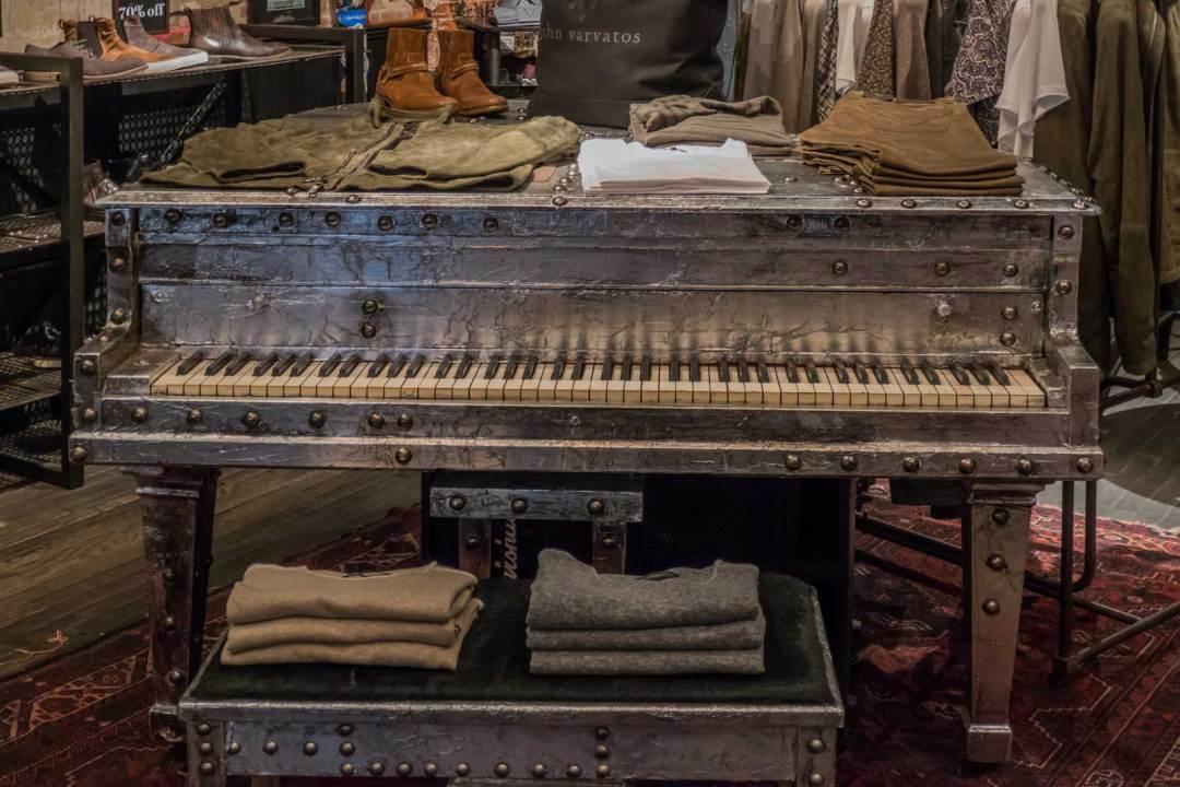 piano-at-John-Varvatos-CBGB-Manhattan-NYC-1600x1067
