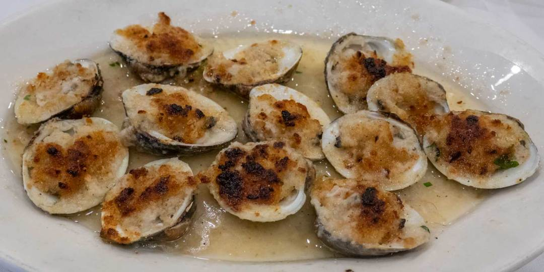 baked-clams-at-Don-Peppe-Ozone-Park-Queens-NYC-1600x800