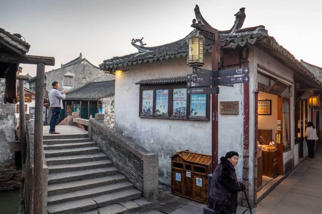 Zhouzhuang-street-1600x1067