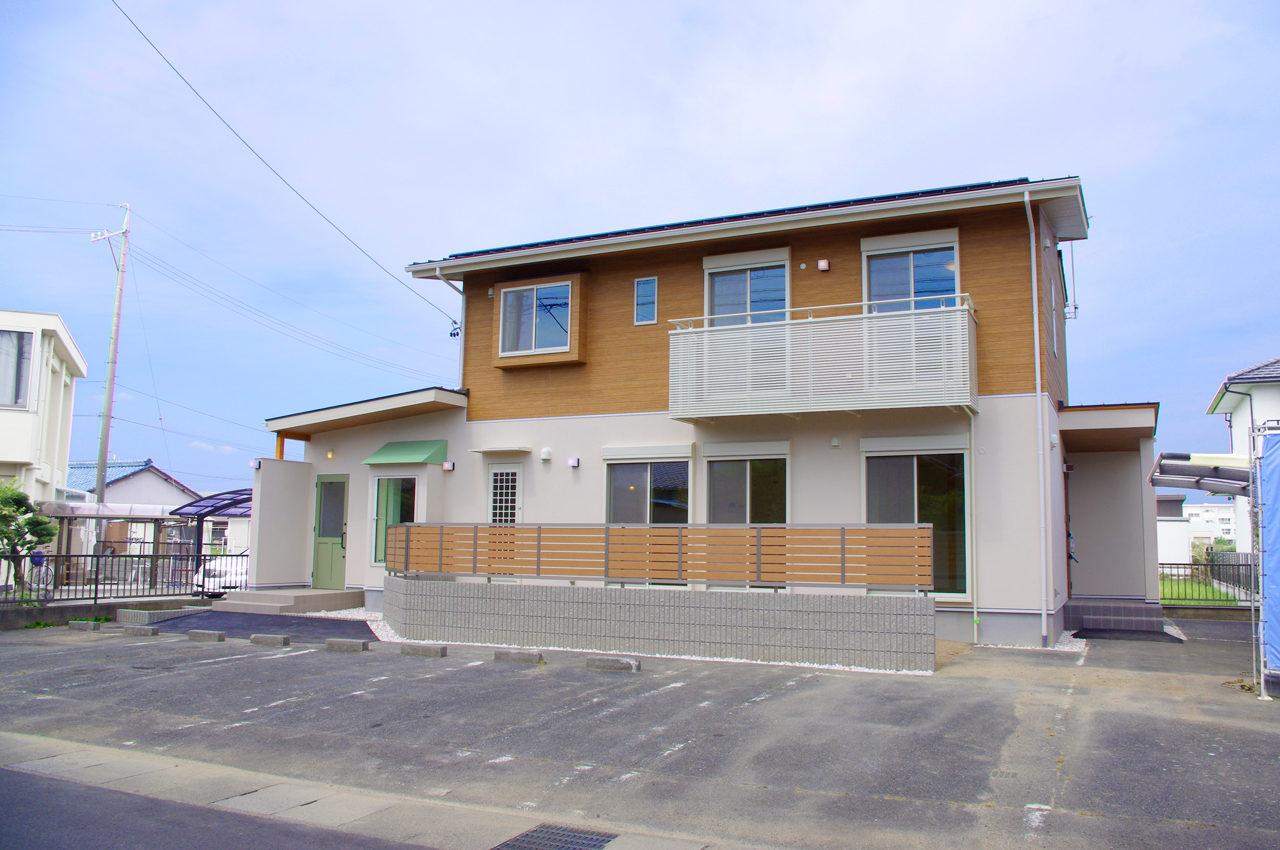 店舗併用住宅まつげエクステサロン付きかわいい注文住宅の外観|愛知県一宮市|新築設計、デザイン