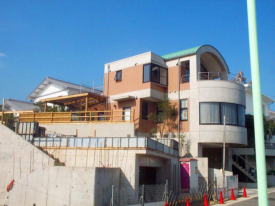 鉄筋コンクリート打ち放し3階建てホームエレベーター付きバリアフリー注文住宅の新築設計、デザイン