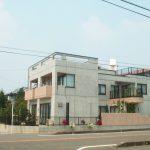 三世帯同居注文住宅の鉄筋コンクリート打ち放しバリアフリーの新築設計・デザイン