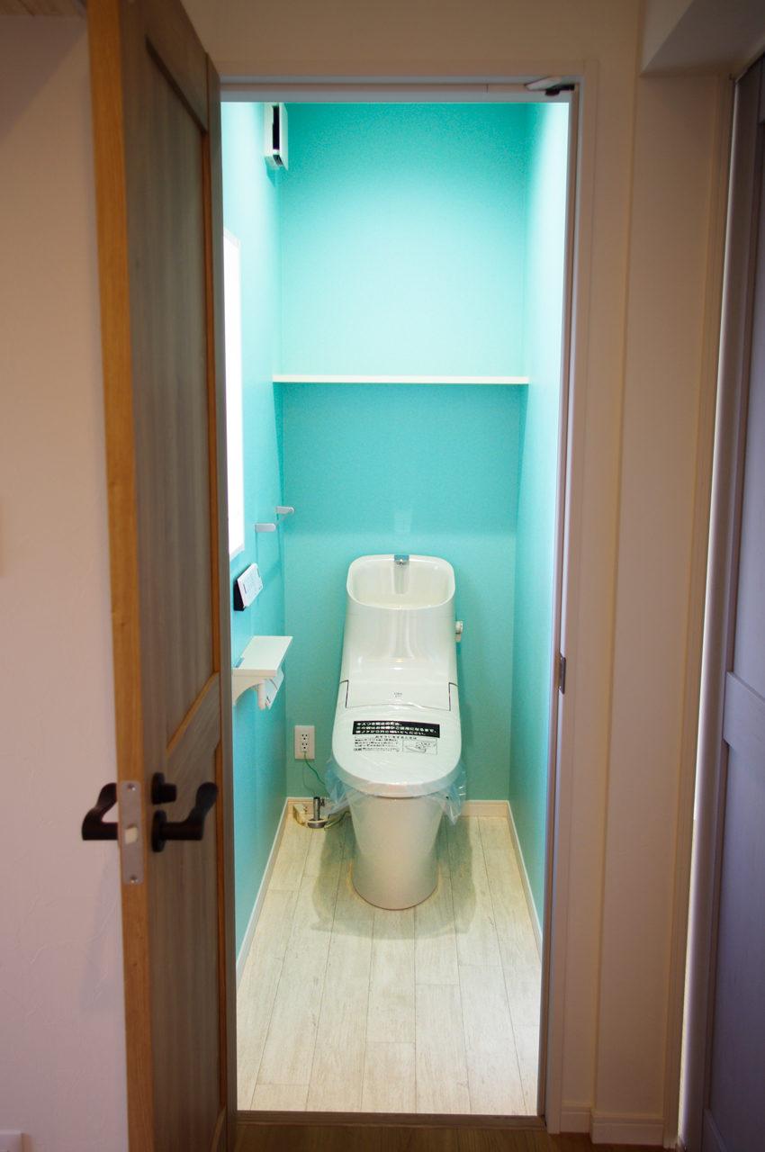おしゃれで格好良いトイレのある愛知県江南市の注文住宅のローコスト新築設計、デザイン