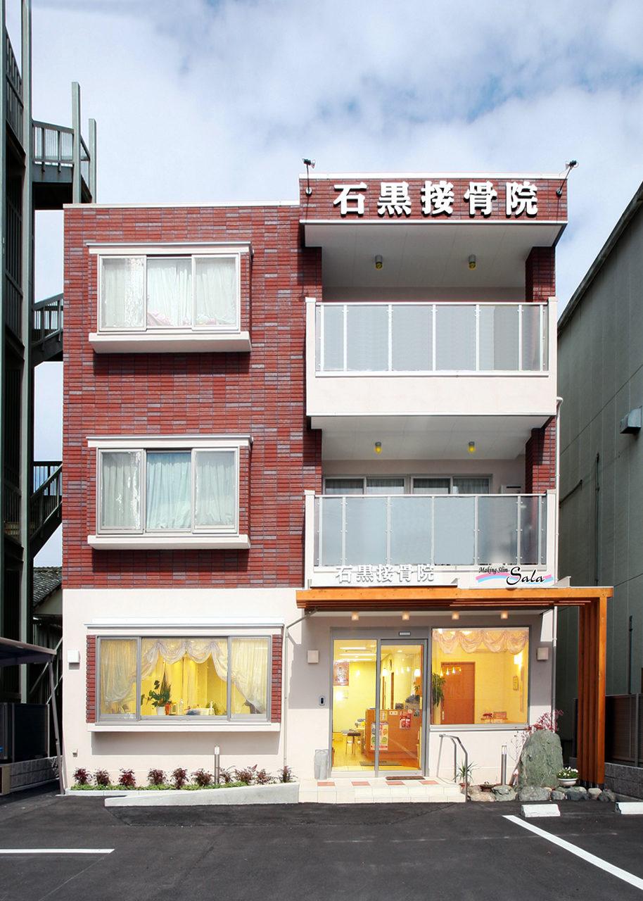 鍼灸接骨院併用3階建てホームエレバーター付きバリアフリー二世帯住宅の新築建て替え設計、女性専用エステサロンデザイン