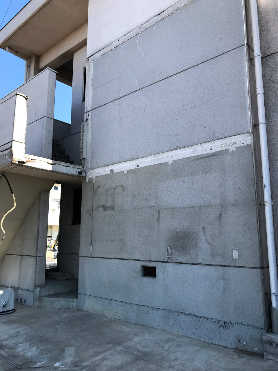 空き家を賃貸住宅にリノベーション工事中の駐車場解体工事