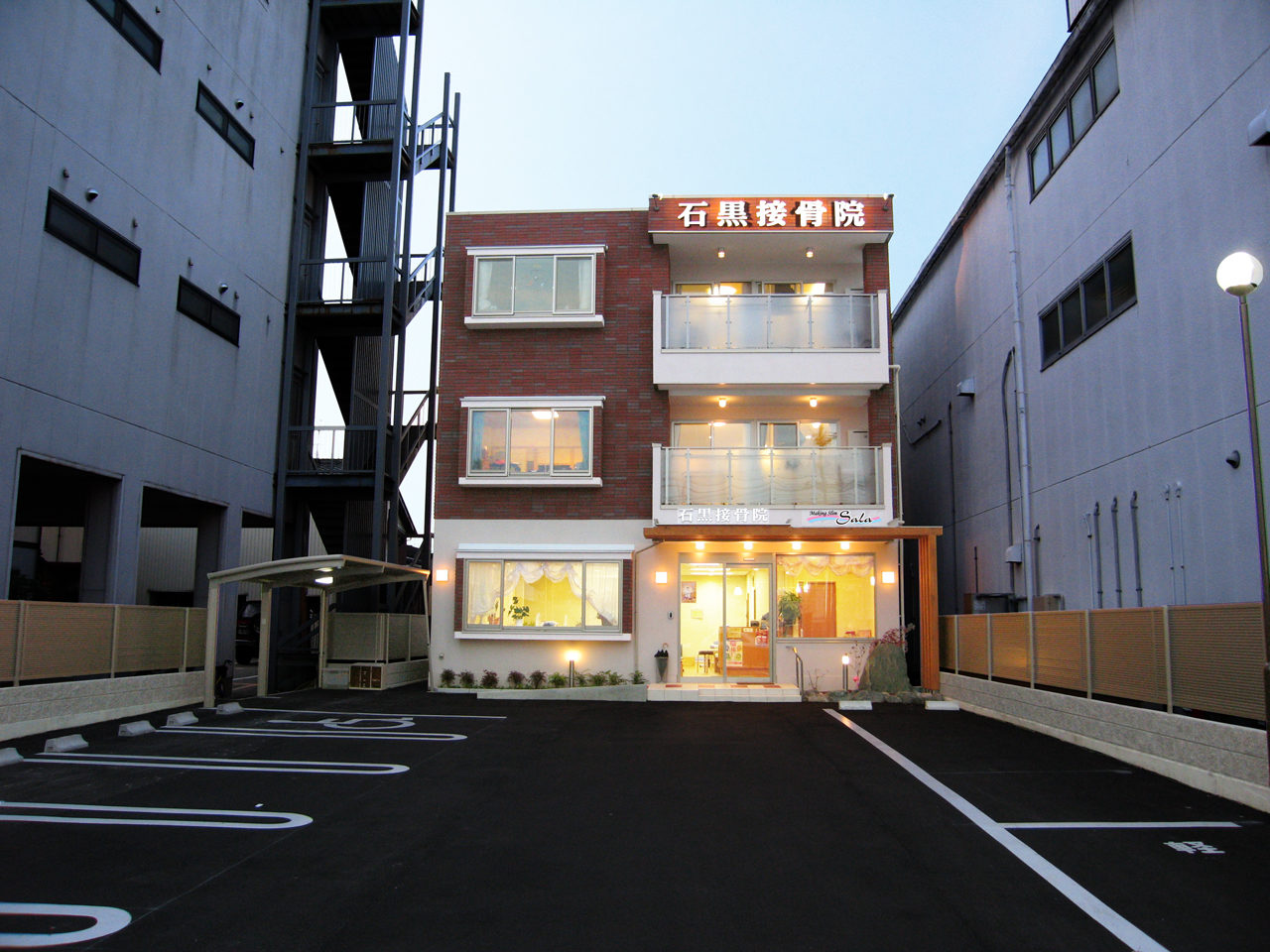 愛知県一宮市で新築建て替え設計、鍼灸接骨院デザインをさせていただいたエステティックサロン併設鍼灸接骨院付きホームエレベーター付き二世帯住宅