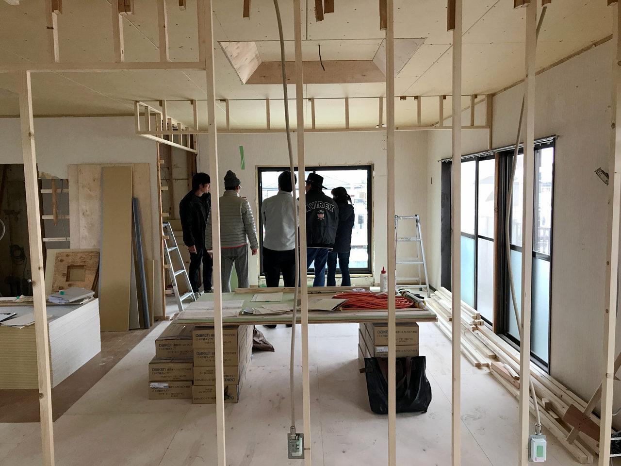 思い出の空き家を賃貸マンションへ改装リノベーション設計プロジェクトの2階壁紙打ち合わせ