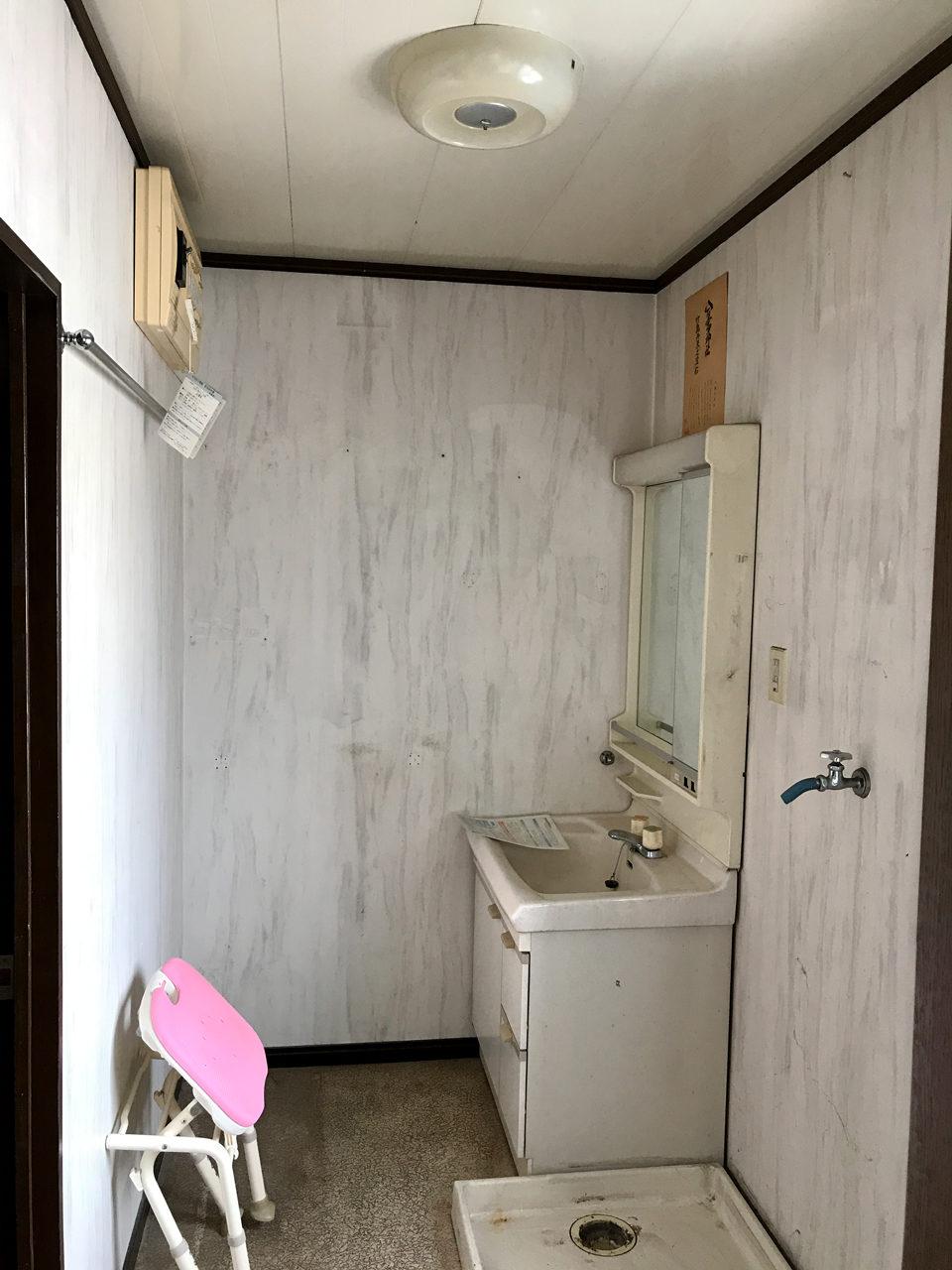賃貸マンションのリノベーション工事の設計、デザインの既設1階洗面、脱衣室