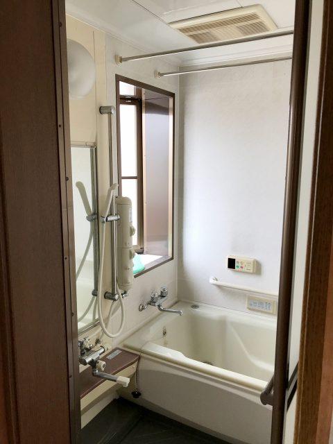 賃貸住宅をリノベーション改装設計、デザインの既設1階ユニットバス