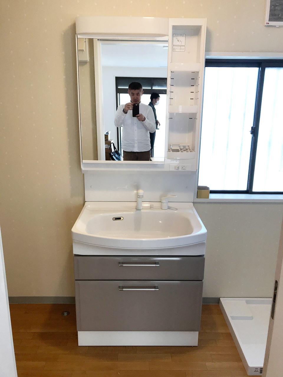 空き家をリノベーション改装工事後の洗面台