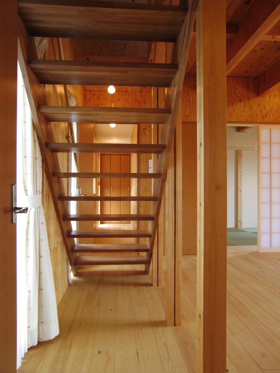 側桁階段のある注文住宅の新築設計