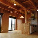 木の天井がおしゃれなLDKのある注文住宅の新築設計