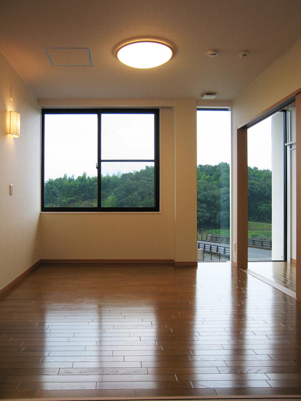 おしゃれなホームエレベータ付きバリアフリー住宅兼事務所の新築設計