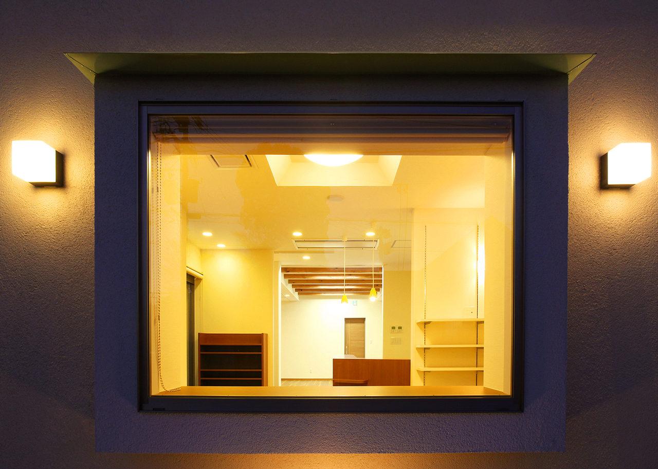 設計した接骨院併用住宅の待合室、施術室