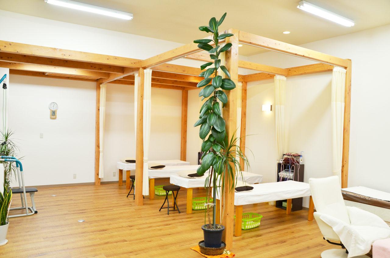 改装、増築設計、デザインをした接骨院の施術室
