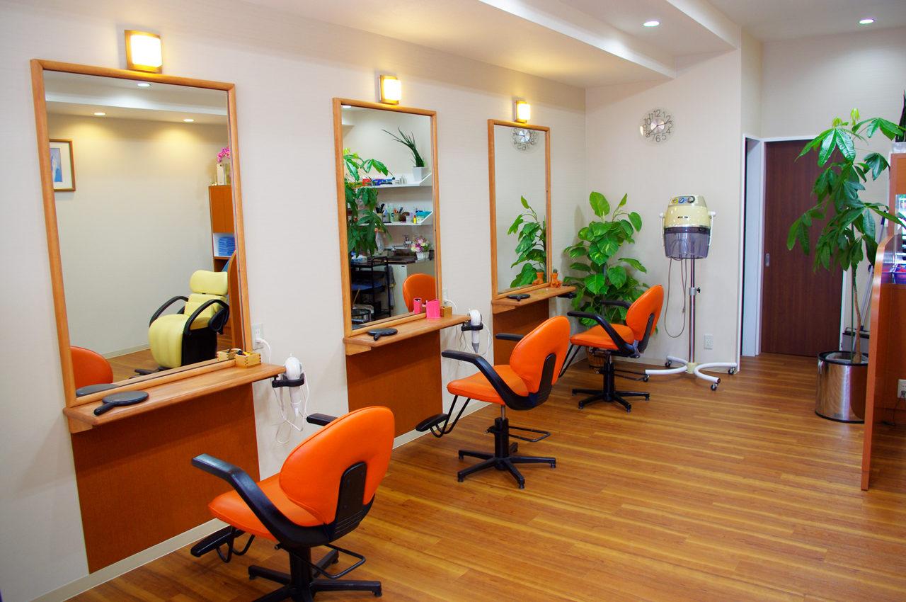 美容室の店舗改装デザインをした美容室ピコラのカットスペース