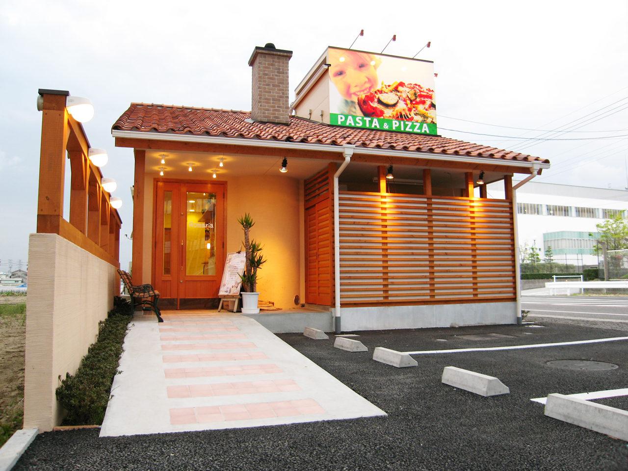 店舗設計したパスタ屋の外観|愛知県春日町