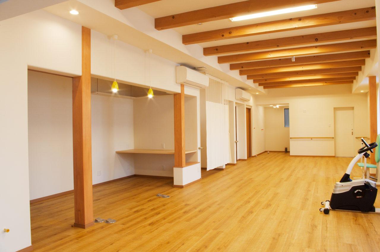リハビリデイサービス併設鍼灸接骨院の食堂及び機能訓練室の設計、デザイン