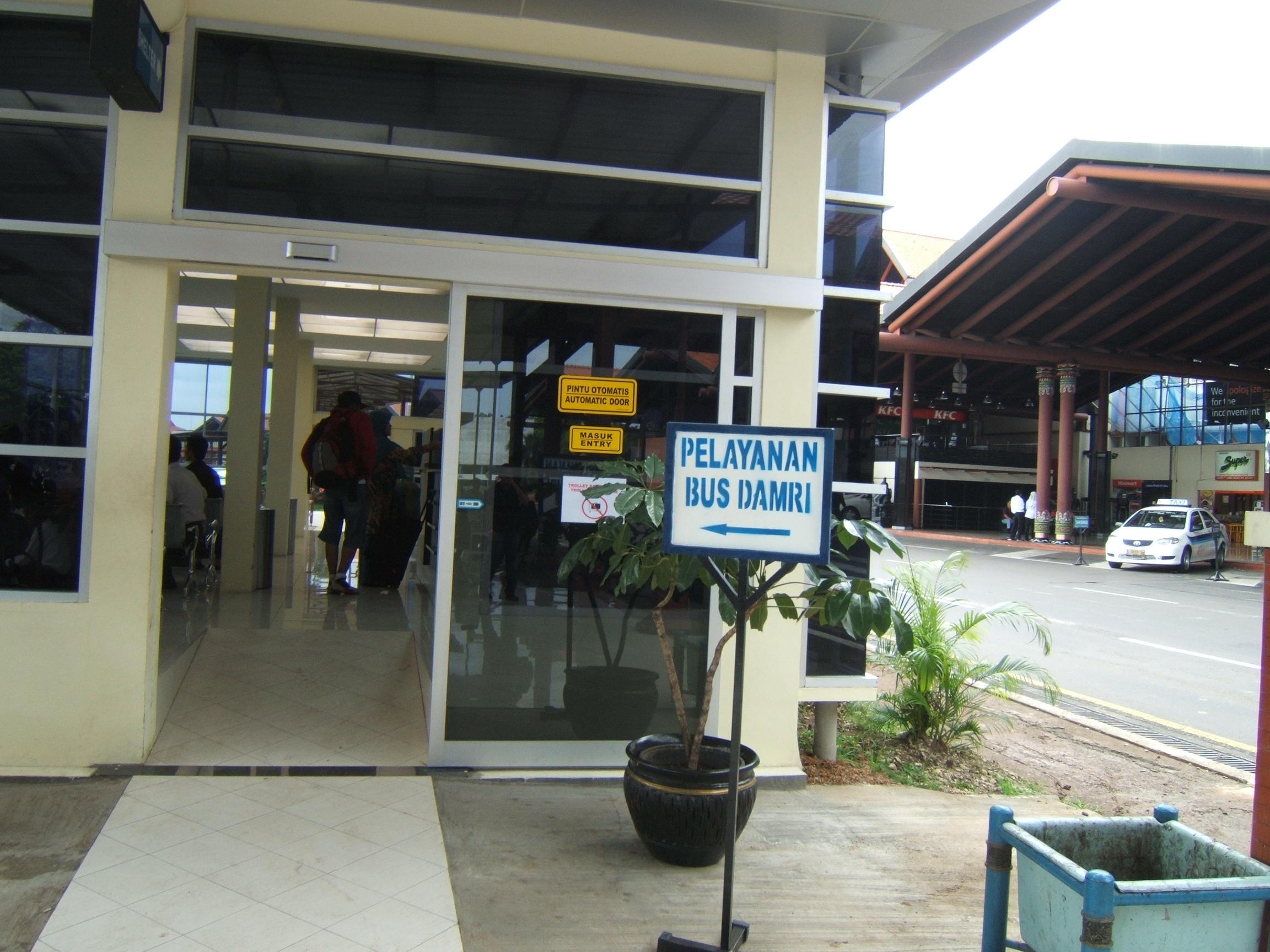 Halte BUs Damri di Soekarno Hatta, dilengkapi pengatur ruangan