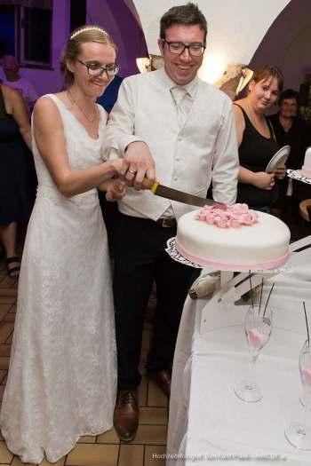 Hochzeitstortenanschnitt