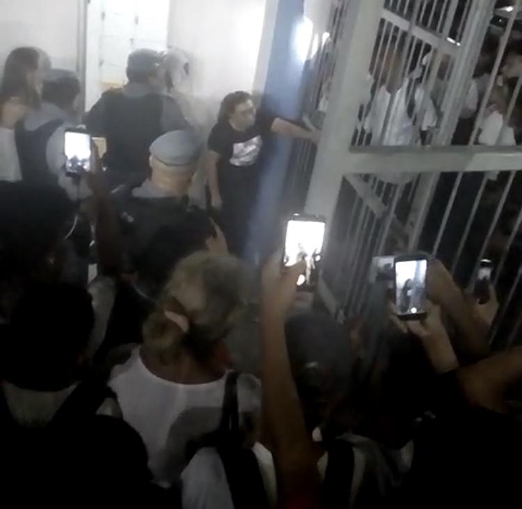 Bandidos invadem escola no Novo Reino para realizar assalto e um acaba sendo espancado