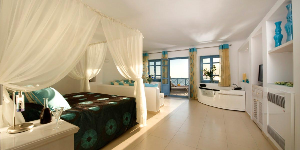 living room in spanish realty manzanita honeymoon suite - imerovigli hotels | absolute bliss ...