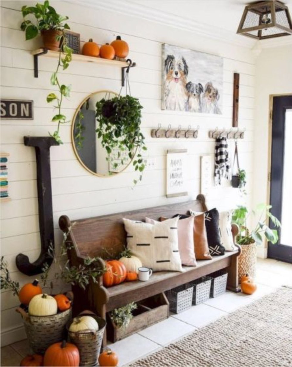 Inspiring & Welcoming Fall Foyer Decor featured by top US lifestyle blog, I'm Fixin' To