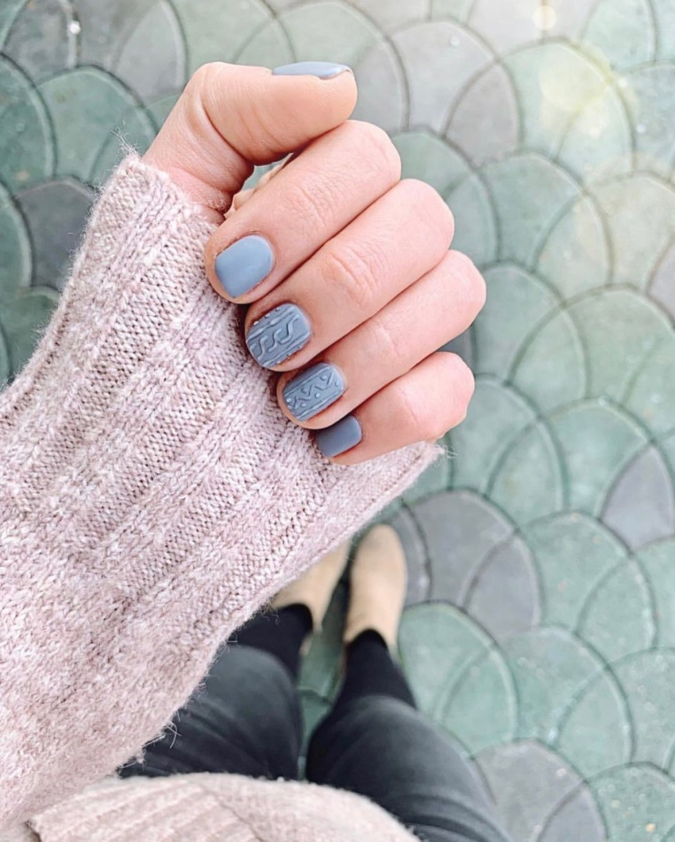 Festive Holiday Nail Ideas featured by top US life and style blog, I'm Fixin' To