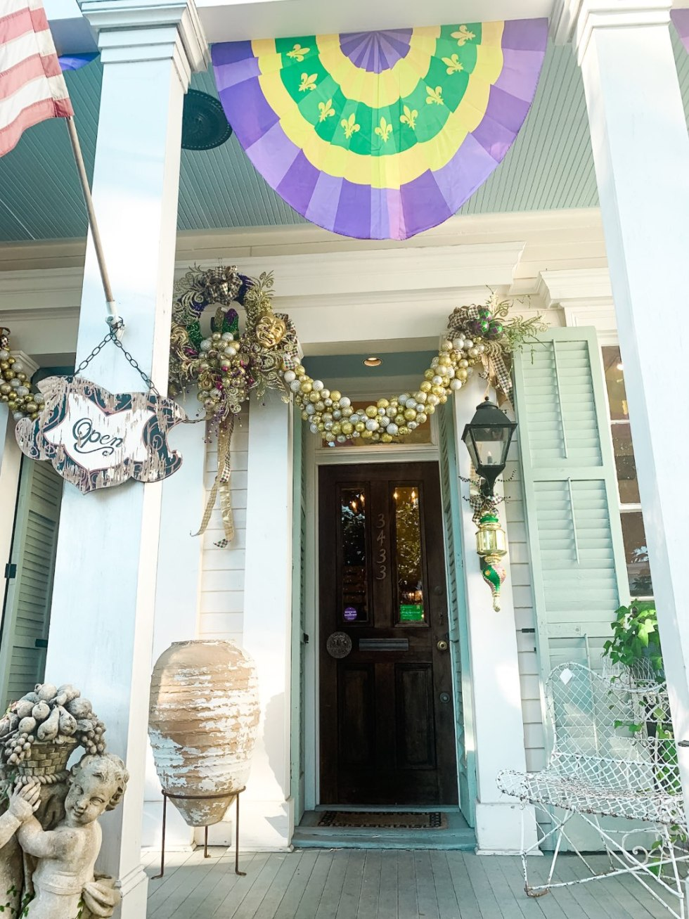 Girls Trip to New Orleans by popular US travel blog, I'm Fixin To: image of Dunne and Sonnier antiques and flowers.