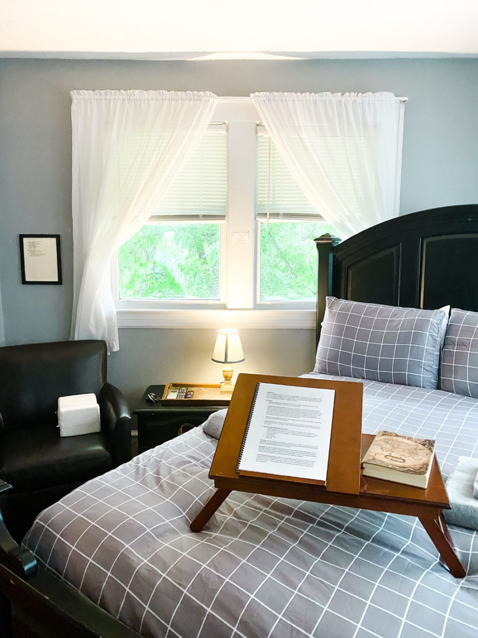 A Casual Weekend in Asheville: the Best Things to Do with your Dogs - I'm Fixin' To - @mbg0112   Weekend In Asheville by popular NC travel blog, I'm Fixin' To: image of a bed with a breakfast in bed tray on it.