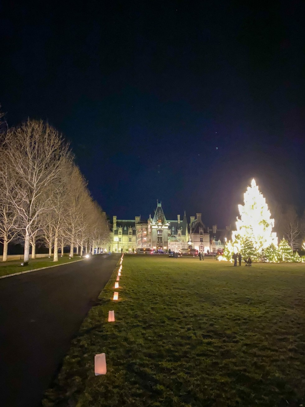 Christmas in Asheville: a Weekend Getaway During the Holidays - I'm Fixin' To - @imfixintoblog |Christmas in Asheville NC by popular NC lifestyle blog, I'm Fixin' To: image of Biltmore House.