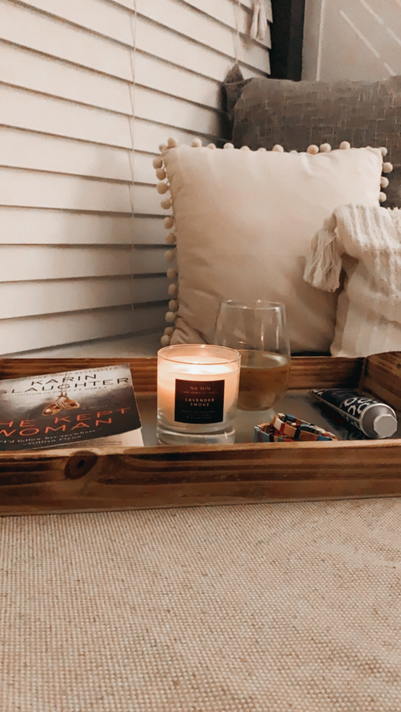 20 Moments I am Grateful for in 2020 - I'm Fixin' To - @imfixintoblog |Moments to be Grateful for by popular NC lifestyle blog, I'm Fixin' To: image of a candle, glass of white wine and a book on a wooden tray.
