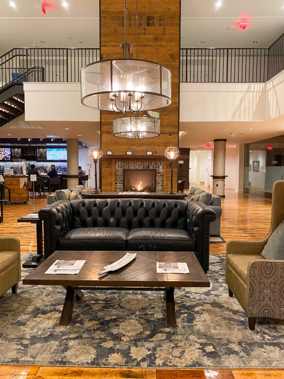 Weekend Travel: The Best Things to Do in Beaufort NC in 48 Hours - I'm Fixin' To - @imfixintoblog |Things to Do in Beaufort NC by popular NC travel blog, I'm Fixin' To: image of a hotel lobby.