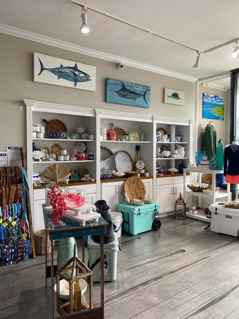 Things to Do in Beaufort NC by popular NC travel blog, I'm Fixin' To: image of a shop.