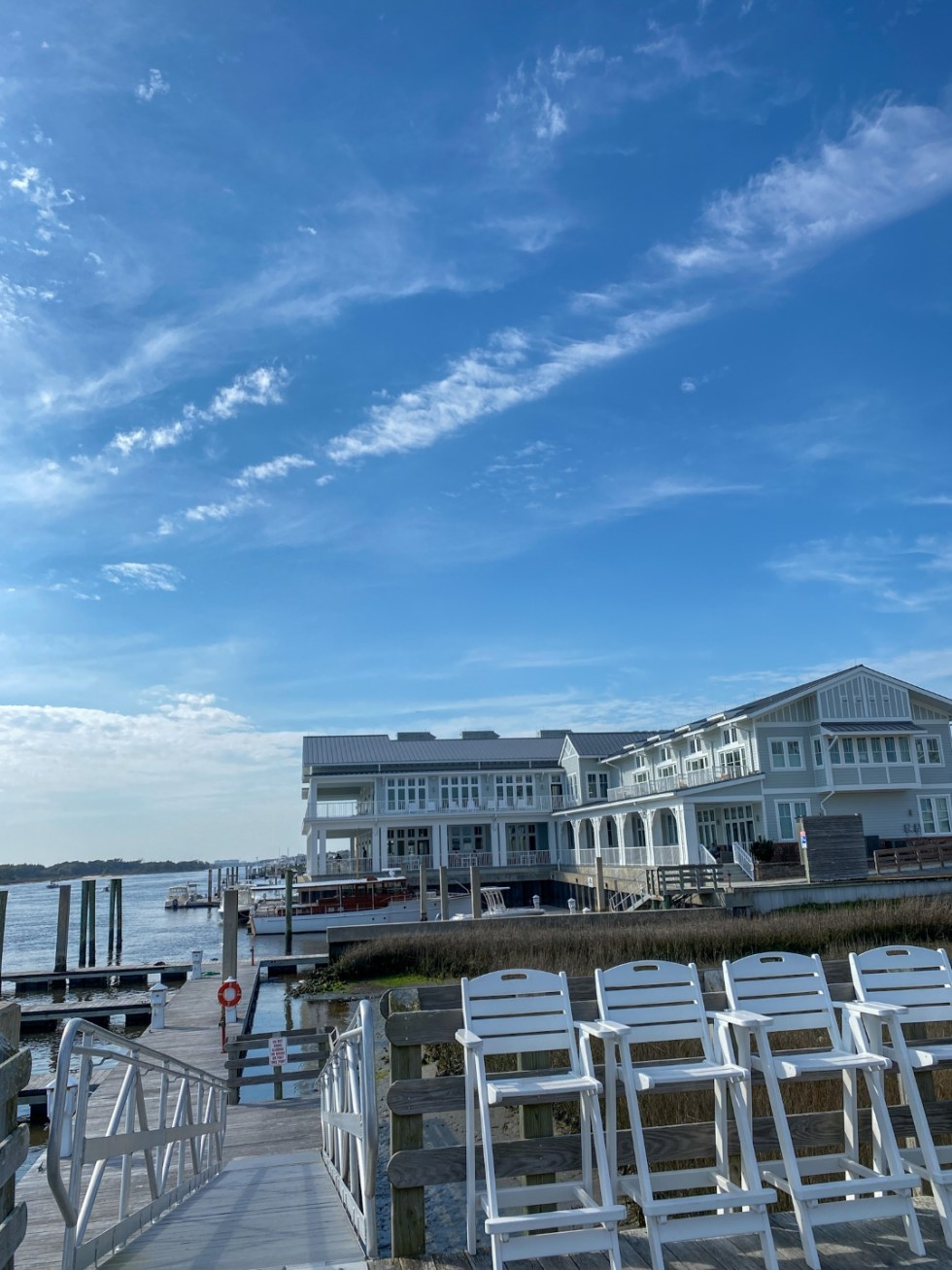 Weekend Travel: The Best Things to Do in Beaufort NC in 48 Hours - I'm Fixin' To - @imfixintoblog |Things to Do in Beaufort NC by popular NC travel blog, I'm Fixin' To: image of a ocean front hotel.