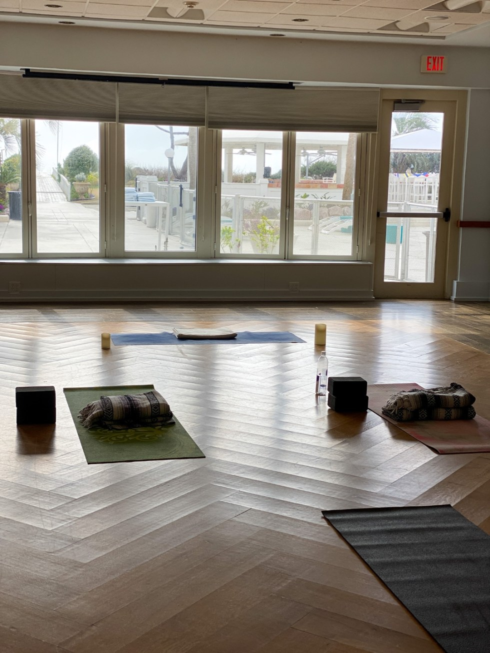 A Spring Weekend in Wilmington, NC: the Best Things to Do - I'm Fixin' To - @imfixintoblog |Weekend in Wilmington by popular NC travel blog, I'm Fixin' To: image of Longwave Yoga.