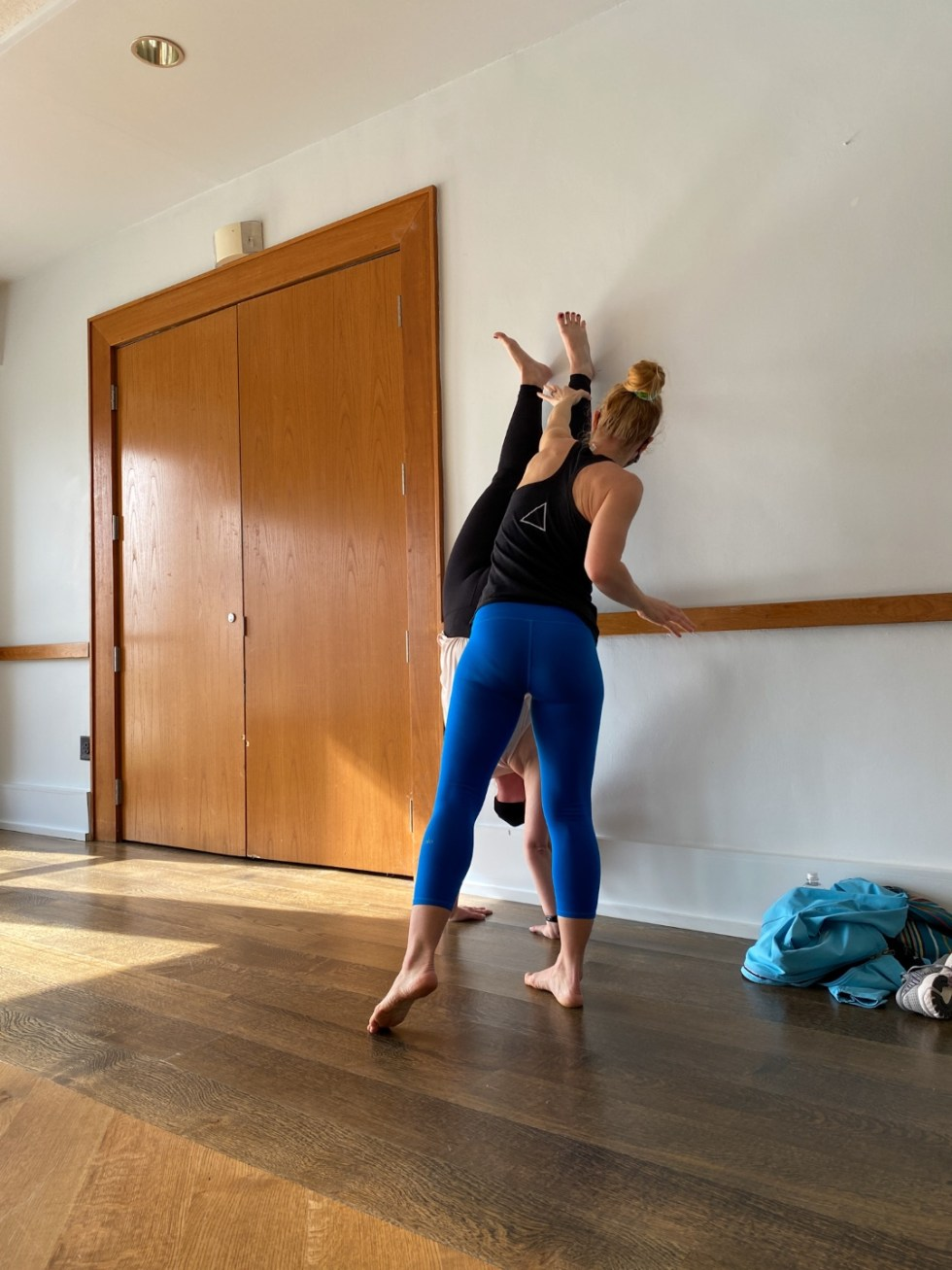 A Spring Weekend in Wilmington, NC: the Best Things to Do - I'm Fixin' To - @imfixintoblog |Weekend in Wilmington by popular NC travel blog, I'm Fixin' To: image of women doing yoga at Longwave Yoga.