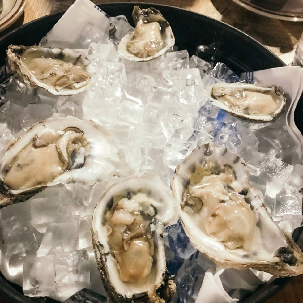 Raleigh Oyster Crawl by popular North Carolina blog, I'm Fixin' To: image of Whiskey Kitchen oysters on ice.