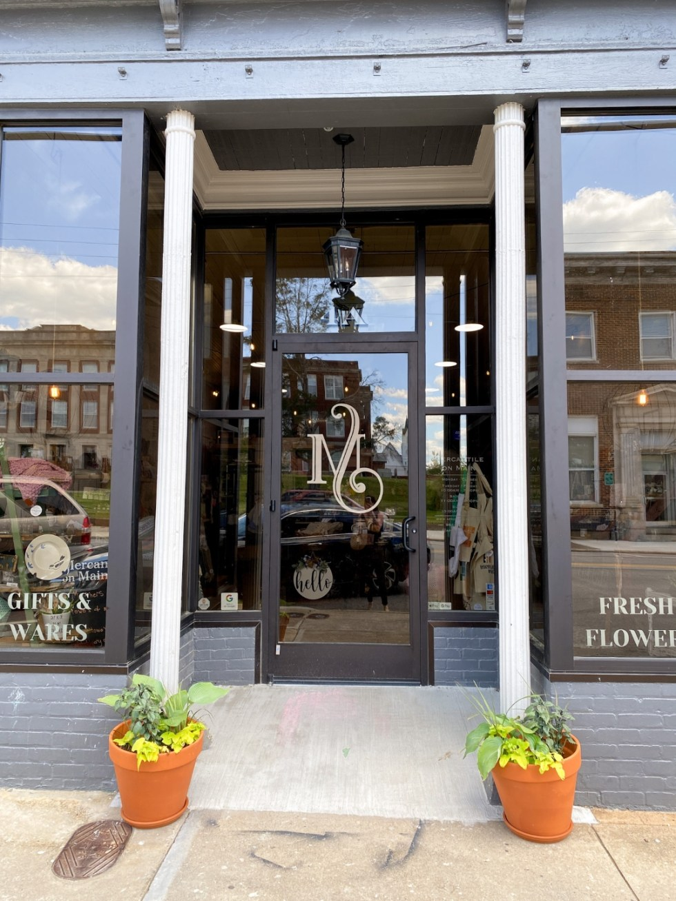 An Afternoon Trip to Franklin County, NC - I'm Fixin' To - @imfixintoblog | Franklin County NC by popular North Carolina travel blog, I'm Fixin' To: image of a flower and gift shop.