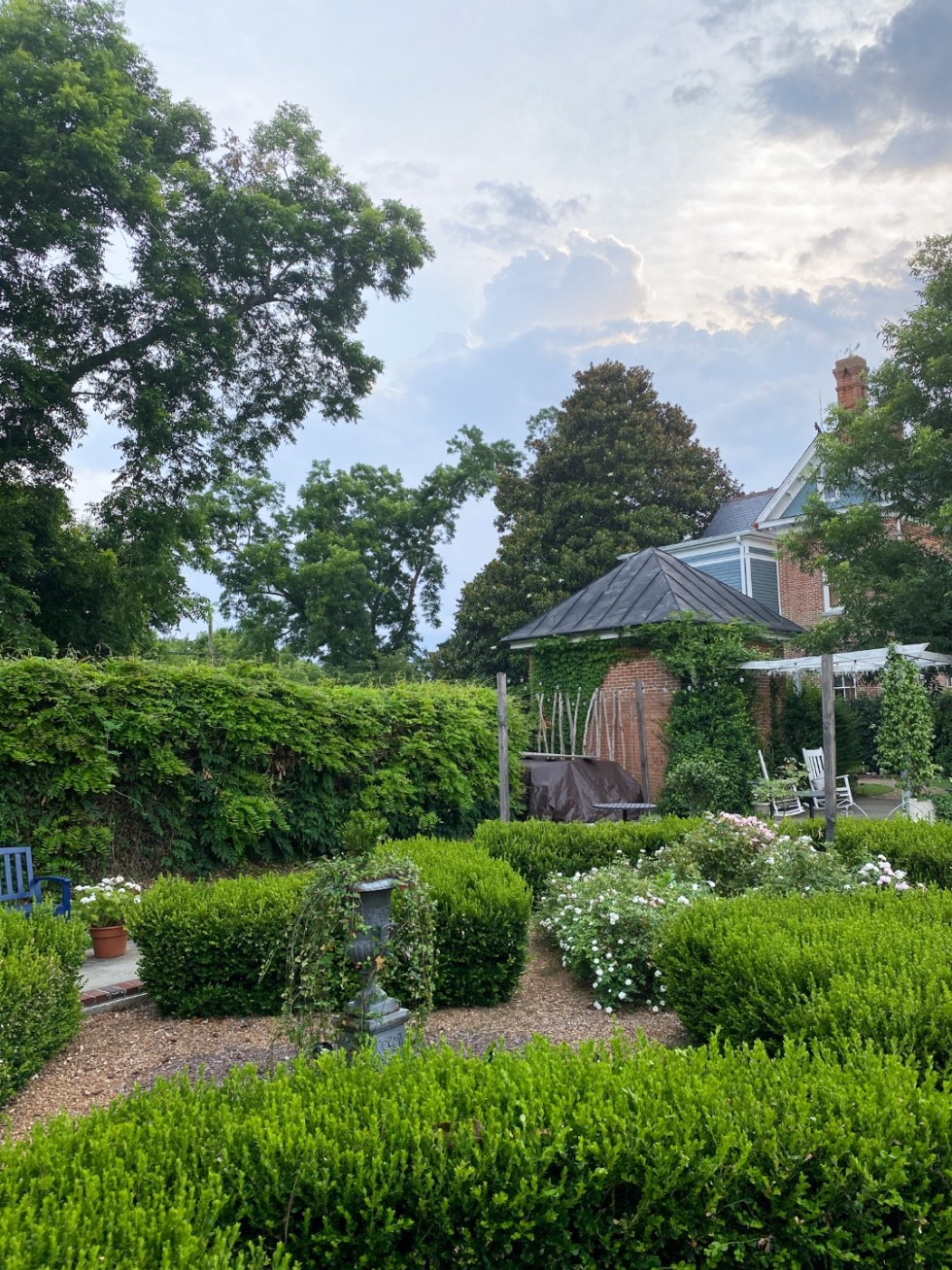 Top 10 Best Things to Do in Edenton, NC: A Complete Travel Guide - I'm Fixin' To - @imfixintoblog | Edenton Travel Guide by popular NC travel guid, I'm Fixin' To: image of an English garden.