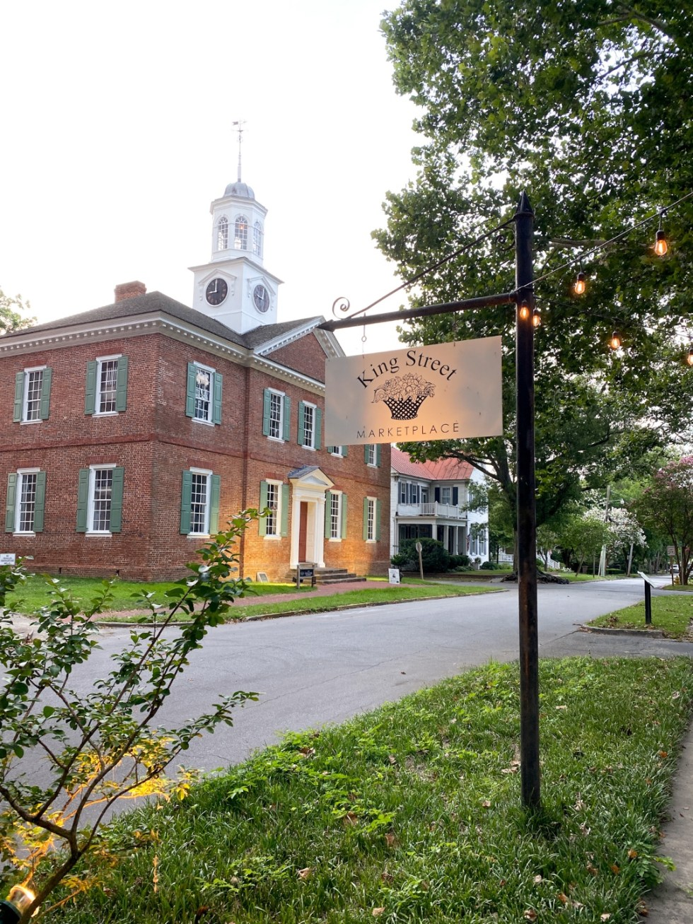 Top 10 Best Things to Do in Edenton, NC: A Complete Travel Guide - I'm Fixin' To - @imfixintoblog | Edenton Travel Guide by popular NC travel guid, I'm Fixin' To: image of a colonial brick building on King Street.