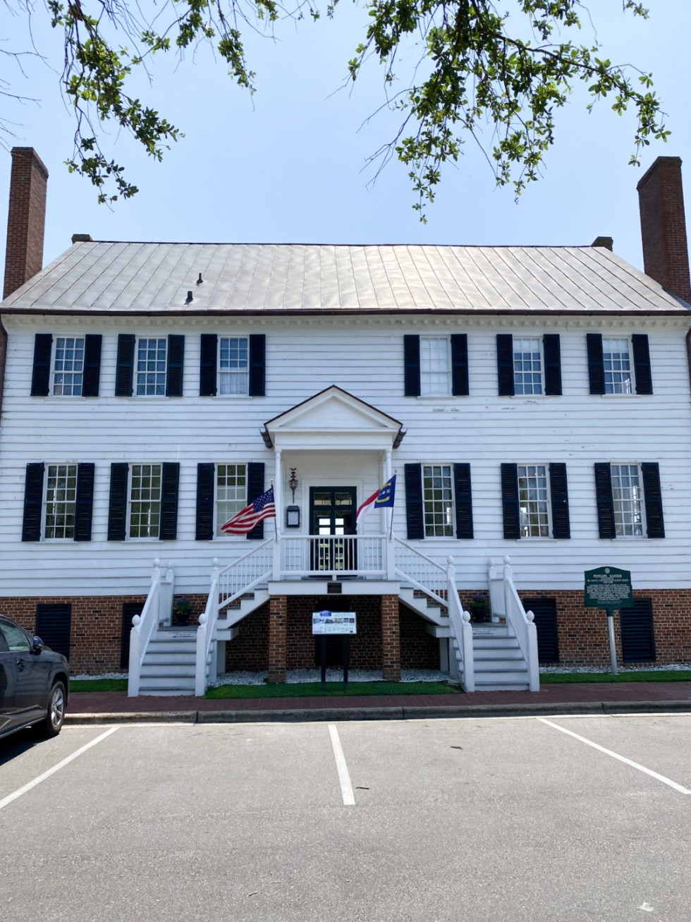 Top 10 Best Things to Do in Edenton, NC: A Complete Travel Guide - I'm Fixin' To - @imfixintoblog | Edenton Travel Guide by popular NC travel guid, I'm Fixin' To: image of the Penelope Barker Home.