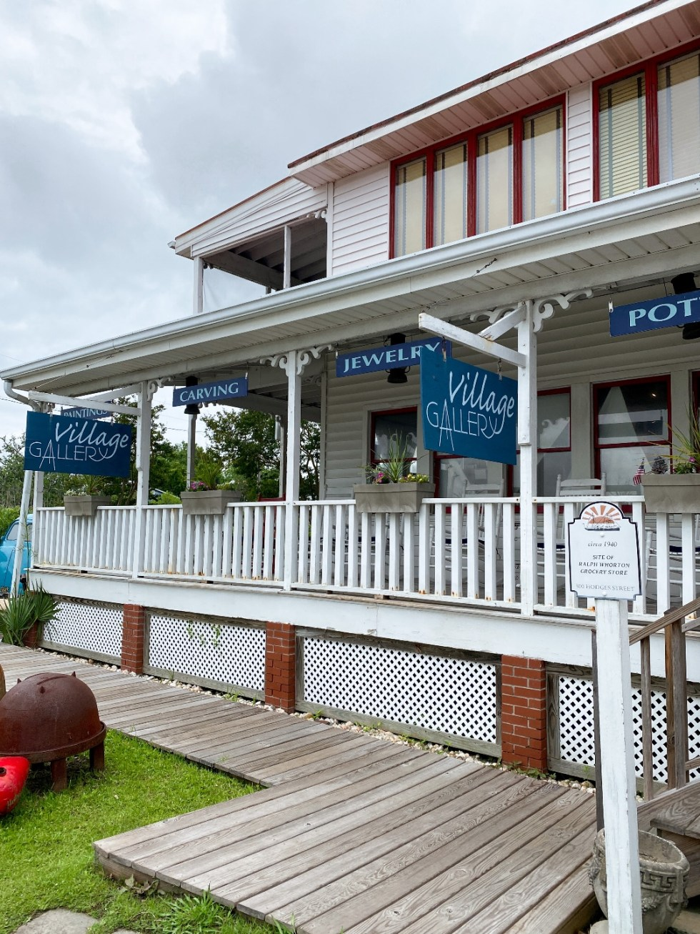 What to Do in Oriental, NC - I'm Fixin' To - @imfixintoblog | Things to do in Oriental NC by popular NC travel blog, I'm Fixin' To: image of the Oriental NC village gallery.
