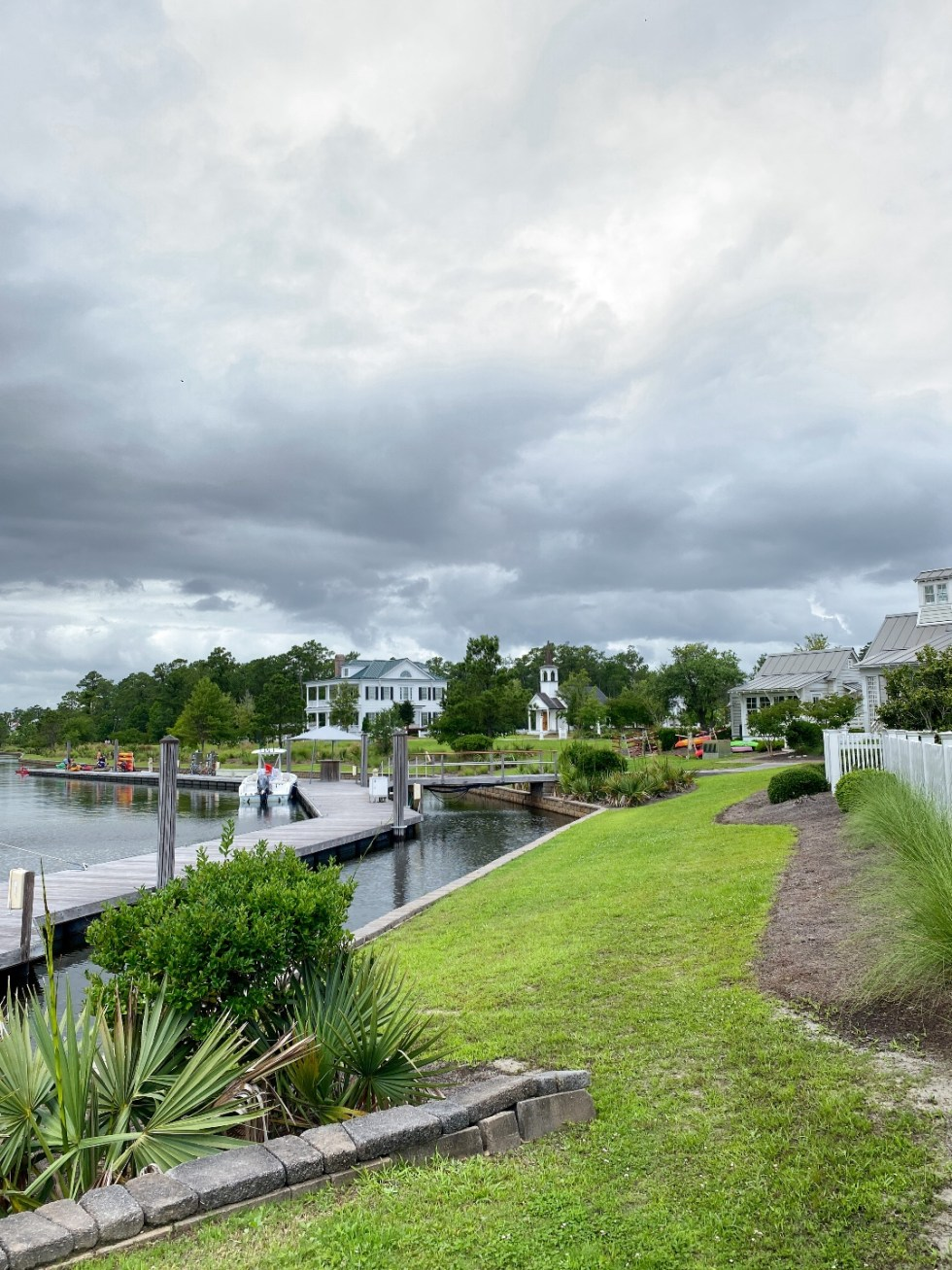 What to Do in Oriental, NC - I'm Fixin' To - @imfixintoblog | Things to do in Oriental NC by popular NC travel blog, I'm Fixin' To: image of Harbourside cottages.