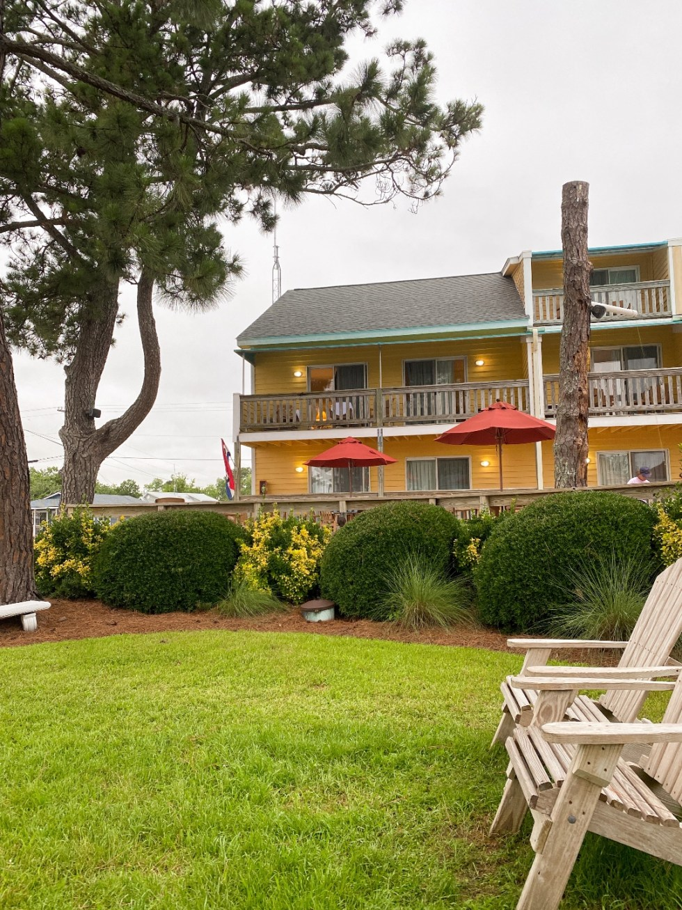 What to Do in Oriental, NC - I'm Fixin' To - @imfixintoblog | Things to do in Oriental NC by popular NC travel blog, I'm Fixin' To: image of Oriental Marina and Inn.